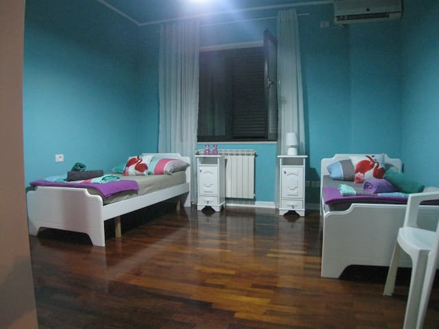 Cozy Room with Pleasant Lake View - Tirana - Huoneisto