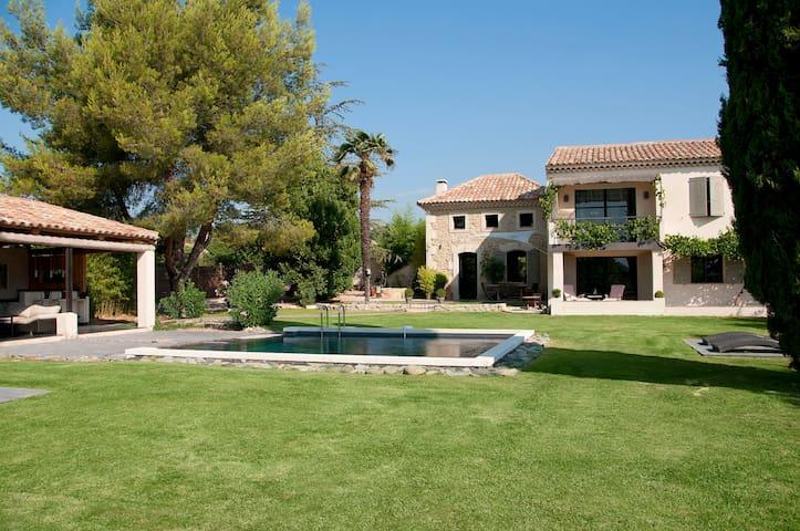Villa de Charme, détente et plaisir en Luberon.