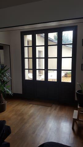 Chambre dans maison avec jardin - Gannat - House