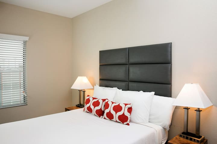 Modern Stay Alfred at Linear