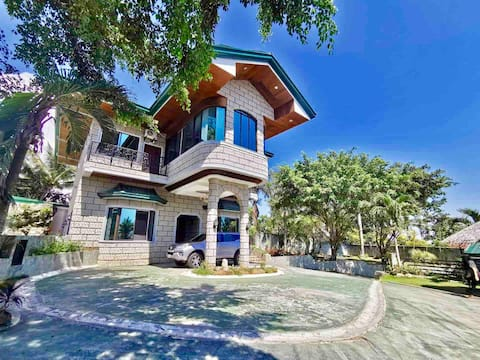 The French Villa Talisay: Cozy Castle on a Hill