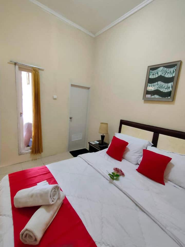 Beautiful Double Room with Ac and Wifi in central Bogor