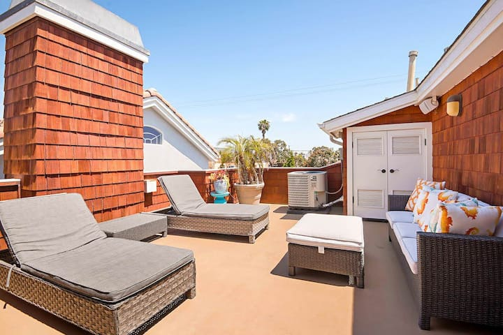 Rooftop deck with patio furniture