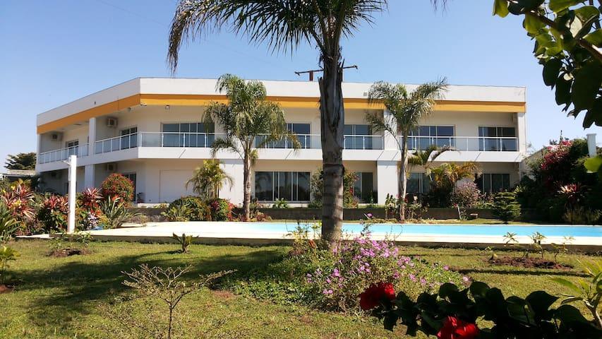 Appartement n°1 à 2 CH sur jardin, piscine et lac