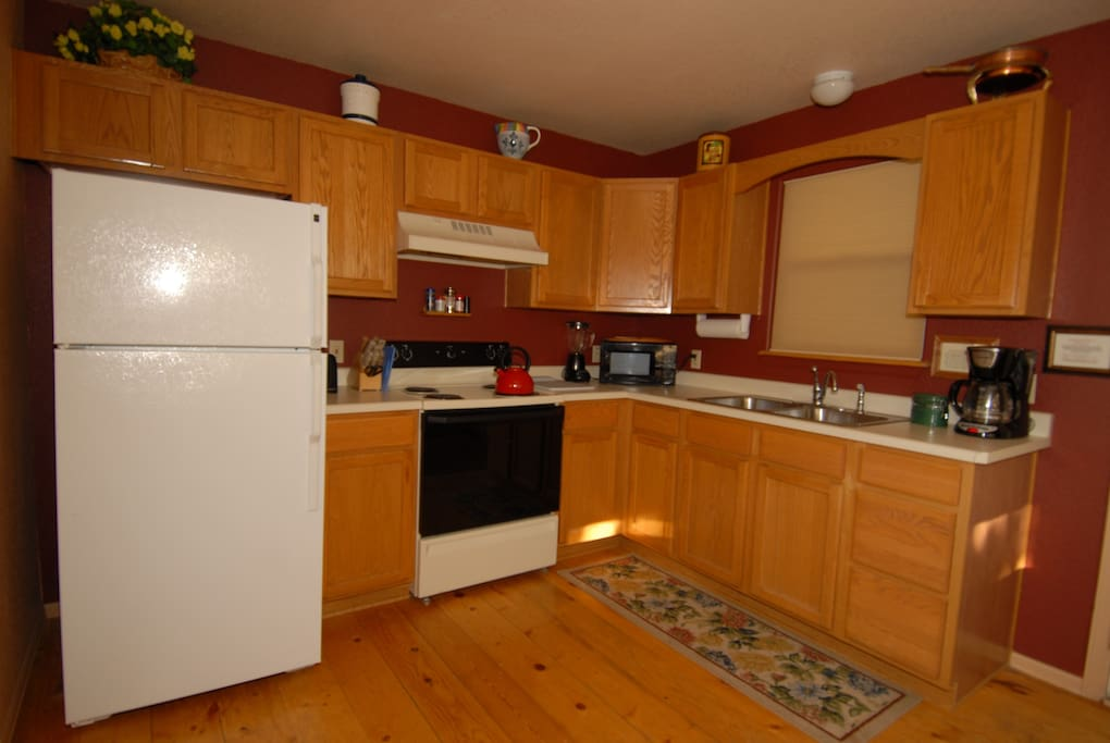 Fully equipped Country Kitchen. All Appliances. All You need is food.