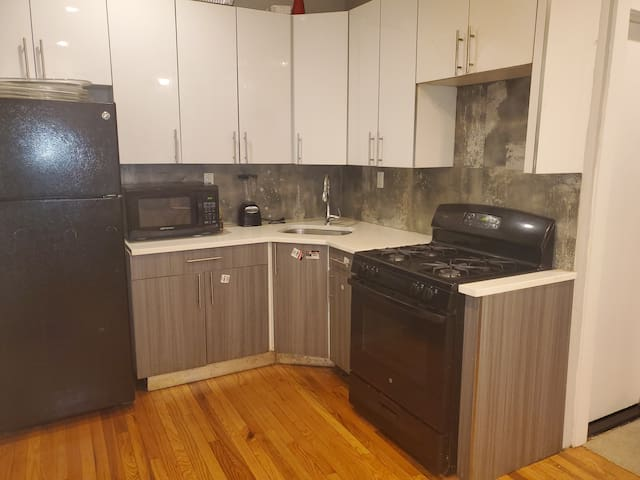 Stay home in a sheared 3 bed apartment
