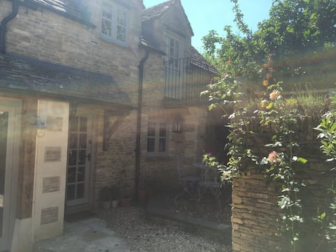 Boutique Cotswold self-contained cottage