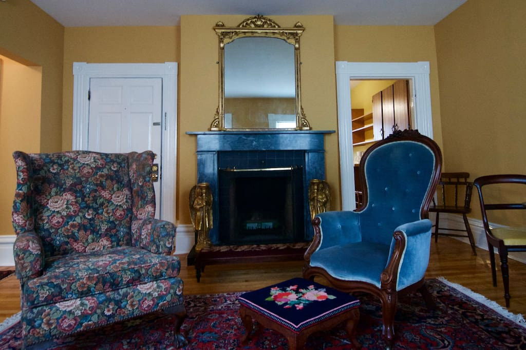 The main sitting room in The Drawing Room.