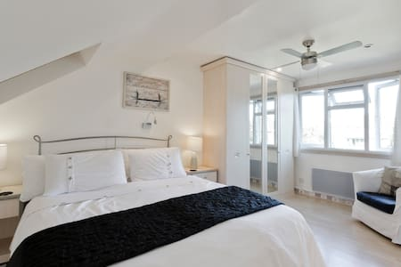Near Uni, comfy loft bedroom with en suite. - Earley - Casa