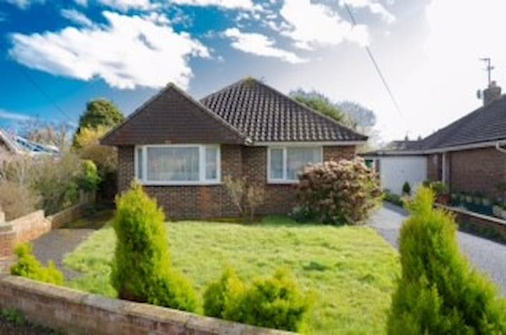 Spacious detached bungalow South coast seaside - Lancing - Bungalow