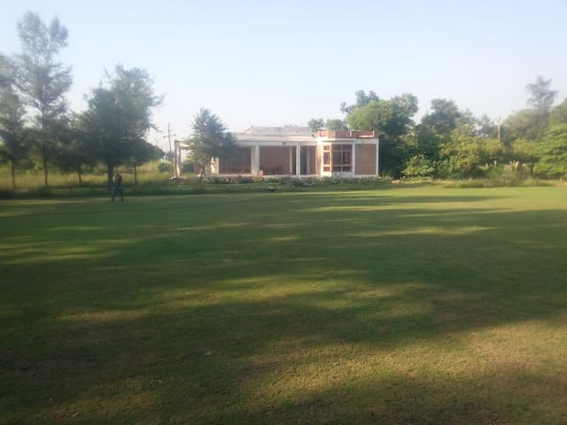 Escape NCR Pollution in 1 hr;  2acre villa Palwal