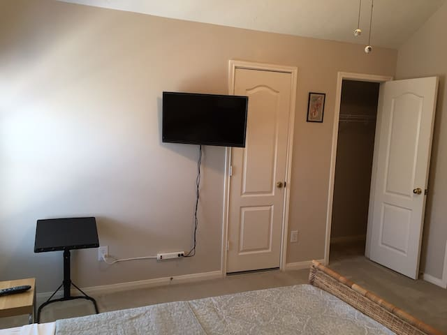 Laptop stand and 32 inch TV with cable TV