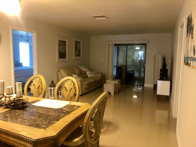 Entire family house minutes from WEF wellington fl