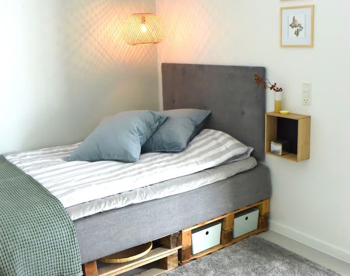 Hyggeligt værelse med egen indgang