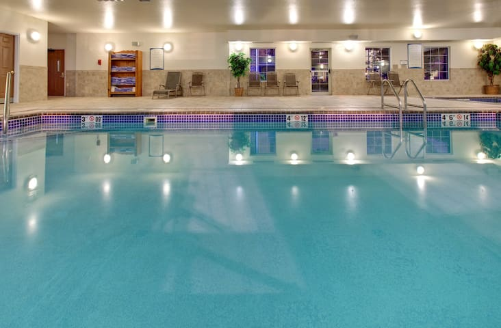 10 Minutes from the Zoo | Indoor Pool + Hot Tub + Free Breakfast