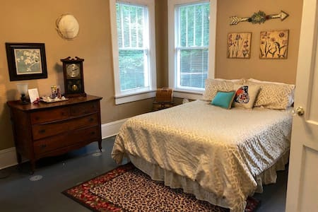 Historic Macon - Guest Room for Two