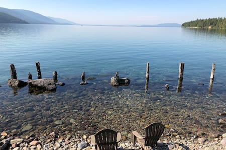 Couples retreat on Flathead Lake w/private beach.