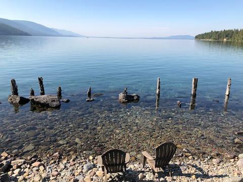 Couples retreat on Flathead Lake w/private beach.