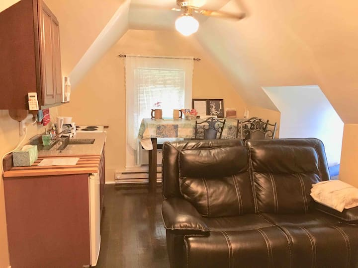Agnes's Loft, extended stay discount, breakfast