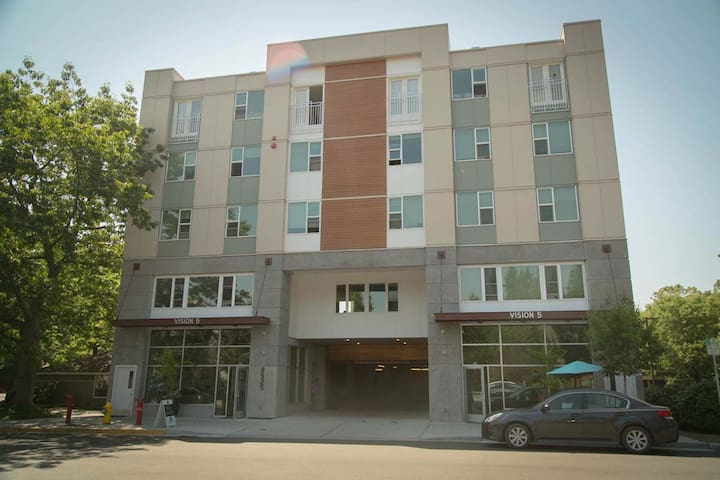 Itty bitty Top Floor Redmond Ecoflat Apartment - Redmond - Apartment