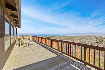 Dog-friendly, oceanfront home for 14 with hot tub - next to state park