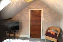 Bedroom 3 (+ FreeviewTV)
