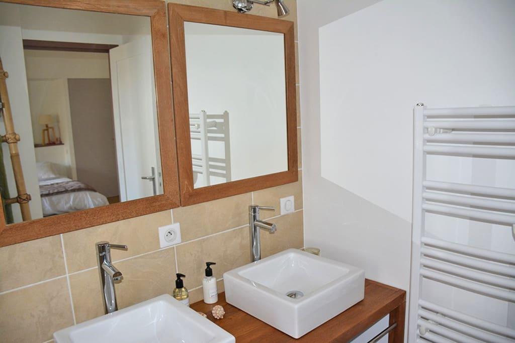 salle d'eau chambre 4