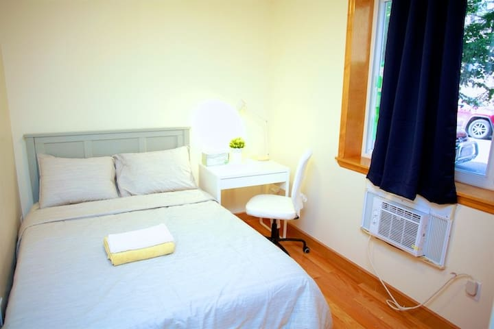 Comfort room T, close to Subway,20 mins to Midtown