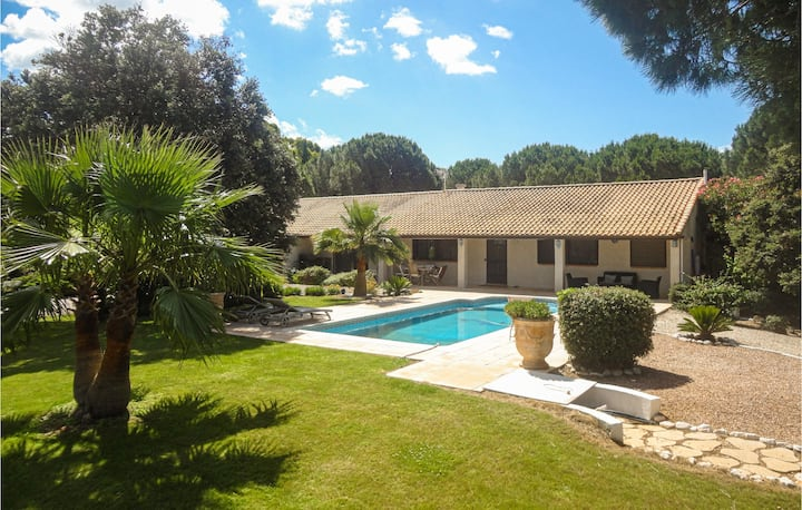 Amazing home in Vias with WiFi and 4 Bedrooms