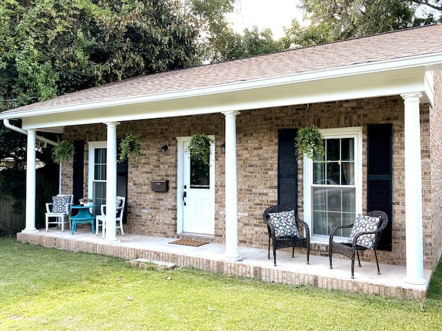 ☀️Old Dauphin Way Digs: Back-Yard Tranquility ☀️