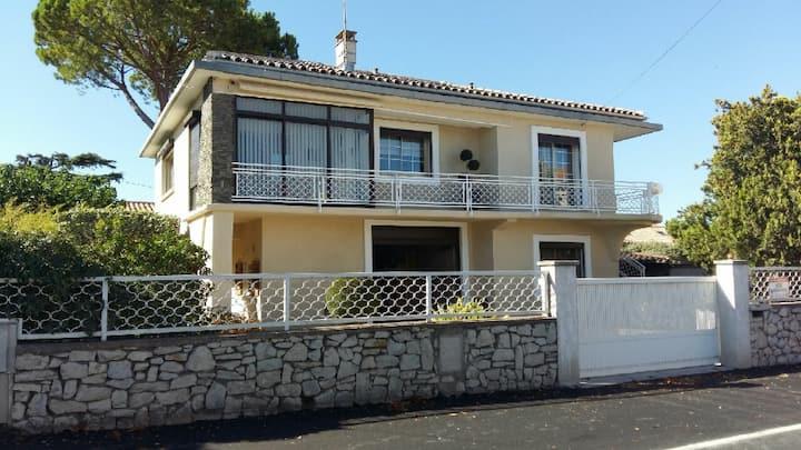 Villa de 4 Chambres Avec Piscine Centre de Mèze.