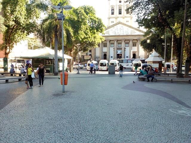 Largo do Machado, quiosque na direita centro de informação,lado esquerdo bilheteria Corcovado