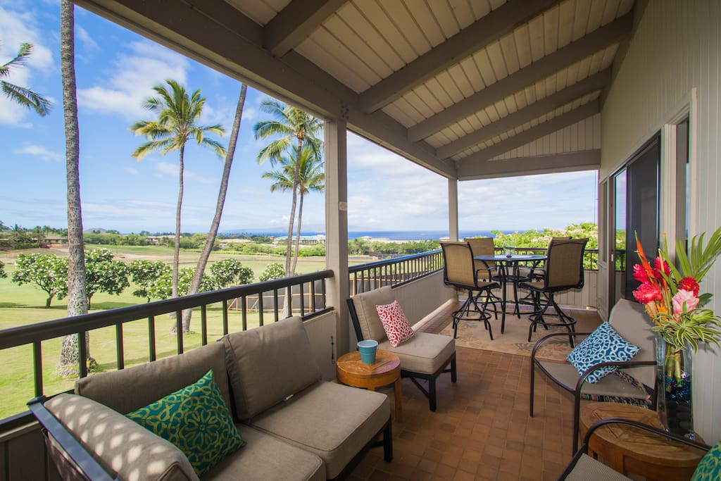 Enjoy the stunning views of the Islands and Blue Course from the Upper Lanai