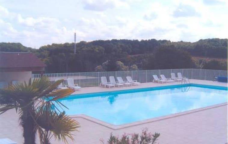 Maison avec piscine et tennis  Clévacances 4 clés