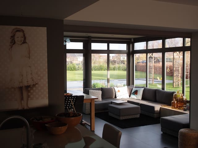Lovely home, big garden, heated pool, in Hasselt