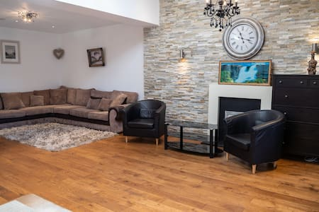 Amazing 4 Bedroom house with a garden
