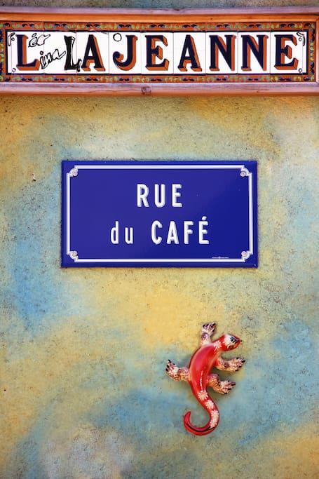 La jeanne, rue du café à Lapanouse de Cernon