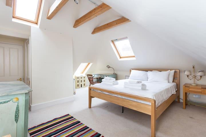 Huge 5 Bed w/Garden-DULWICH VILLAGE- London