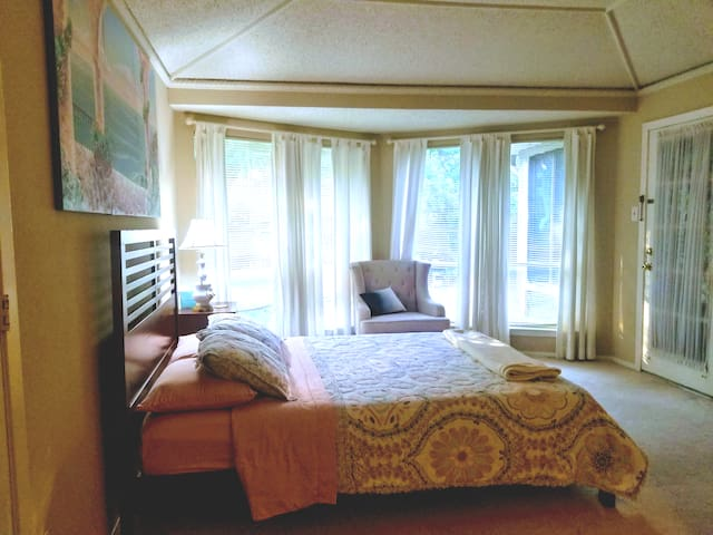 Ruthie's guest room.