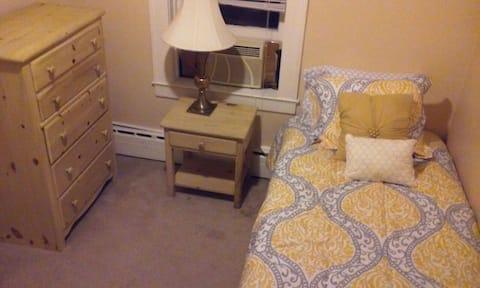 Cozy private bedroom near NYC