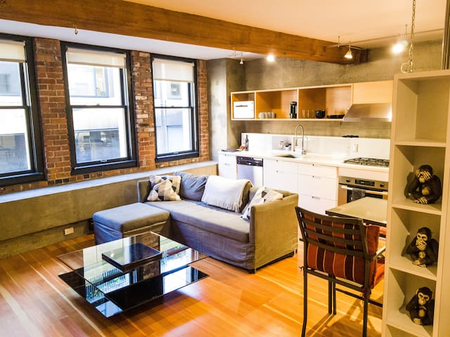 Rustic Studio Apartment in DOWNTOWN VANCOUVER!