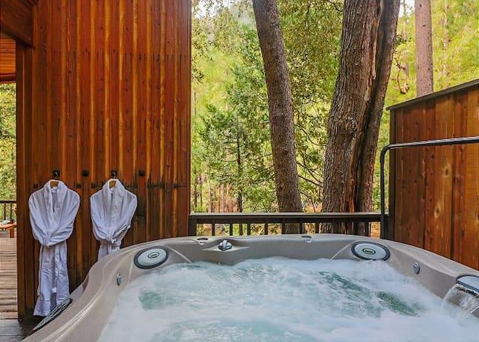 Big Rock Creek Lodge-Amazing Views, Creek & Spa