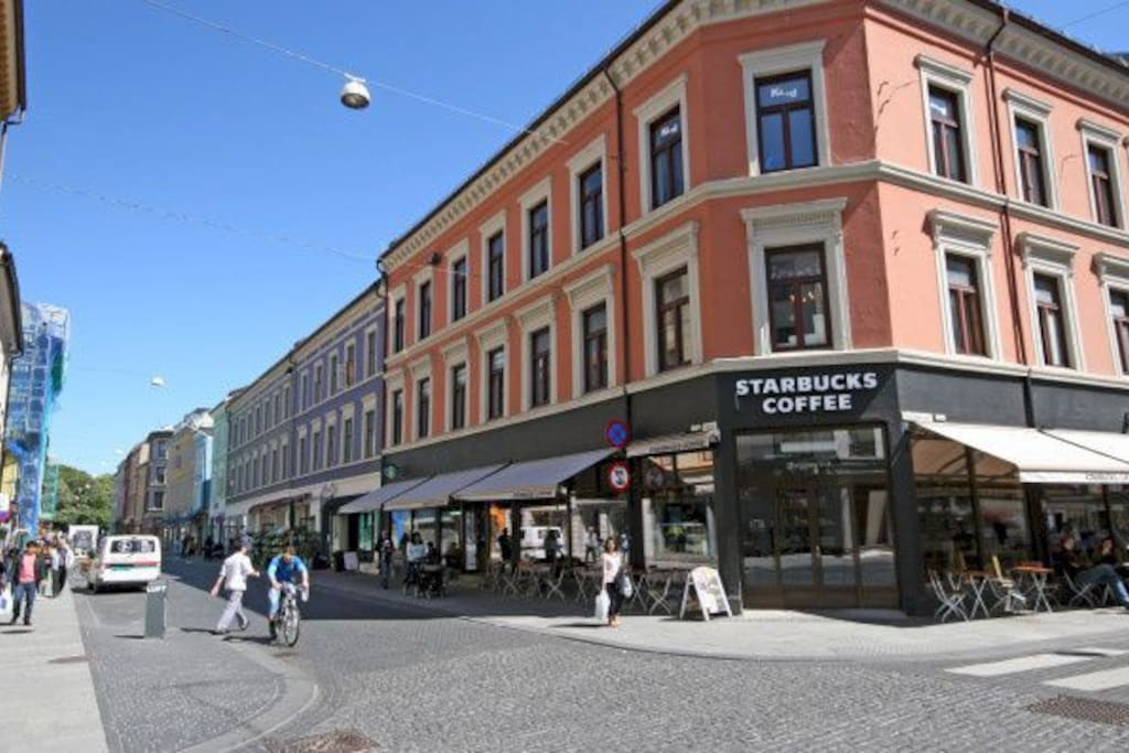 Shopping streets nearby