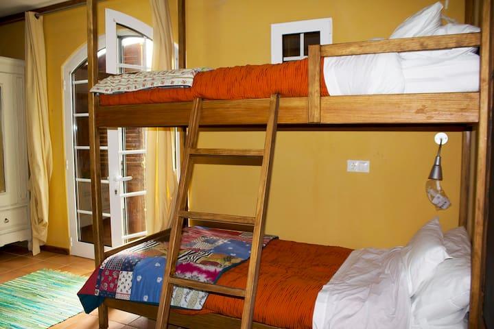 Cama em dormitório 5