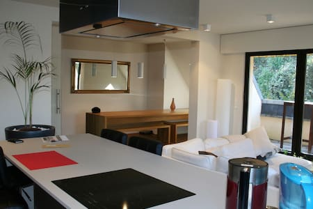 Duplex design, spacieux et lumineux