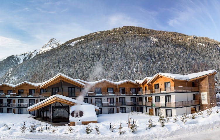 Appartement Cosy pour Skier à Chamonix | Piscine Intérieure et Extérieure!