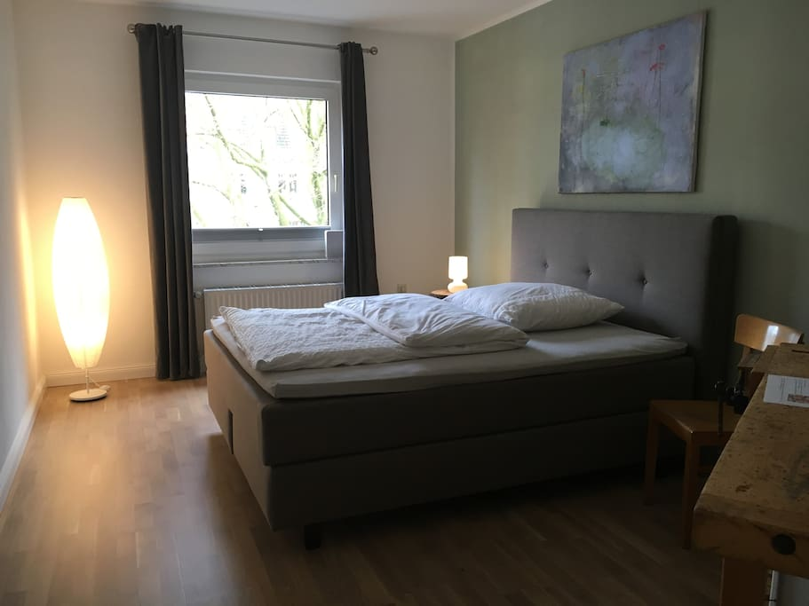 Zimmer mit Boxspring-Bett 160x200cm
