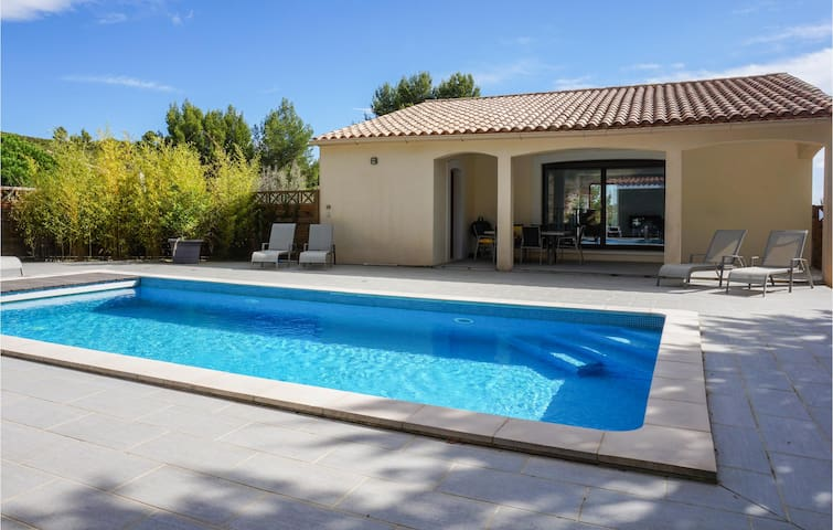 Holiday cottage with 3 bedrooms on 139m² in Caunes Minervois