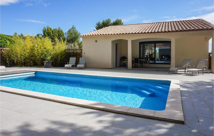 Stunning home in Caunes Minervois with Outdoor swimming pool and 3 Bedrooms
