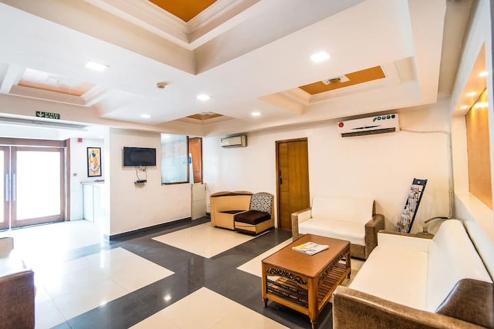 Stimulating Deluxe rooms with Inhouse Restaurant | T Nagar|